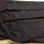 学生ズボンに付いた瞬間接着剤(ビフォー画像)